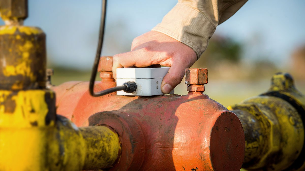 Easy oilfield sensor installation